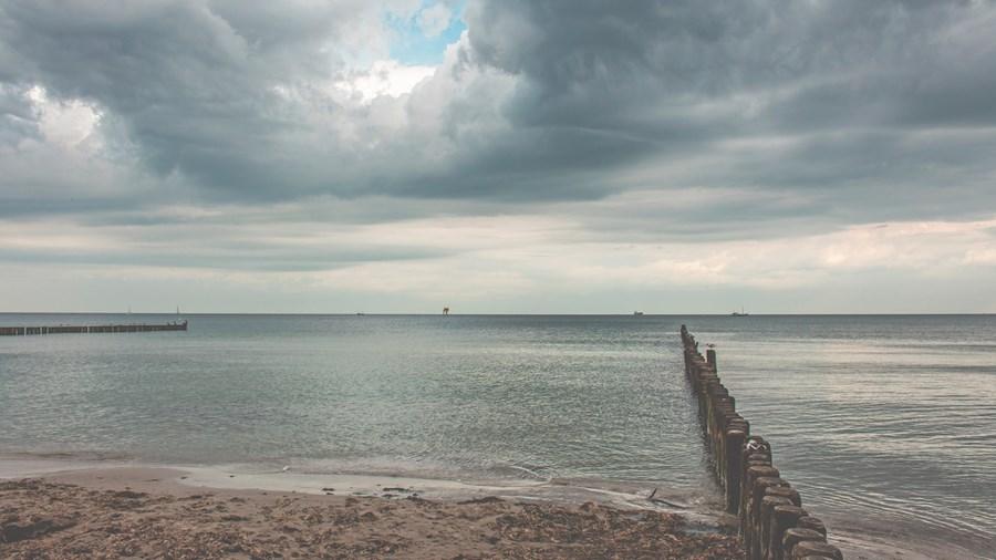 beach-2641088.jpg
