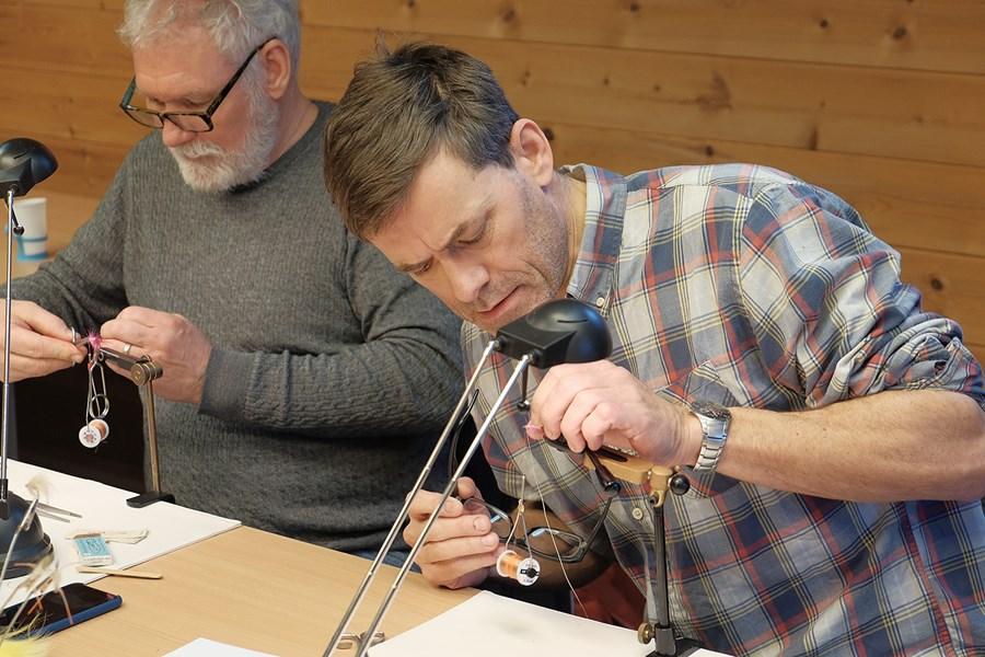 Billed 2, -der blev gået til den under årets første fluebindingskursus i Korsør.JPG
